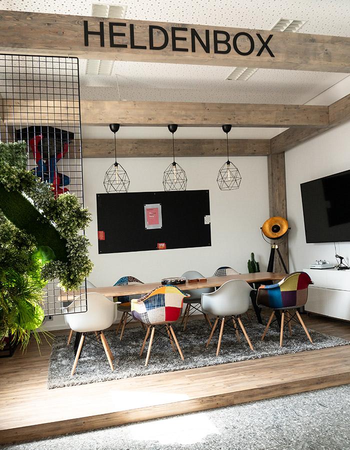 office_700x900_01